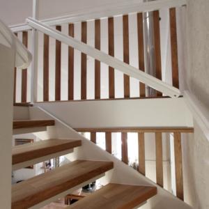 Öppen trappa i Ek 3-stav med spaljé i ek