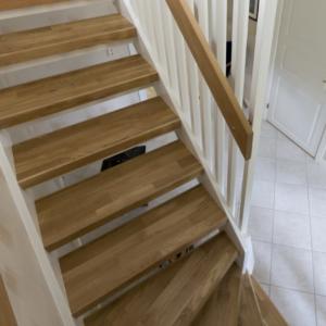 Öppen trappa i Ek 3-stav och handledare i ek.