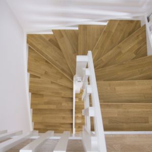 Öppen trappa i Ek 3-stav